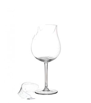 Rozbite szkło na białym tle.