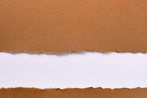 Rozdarty brązowy pasek tła dolnej ramki nagłówka