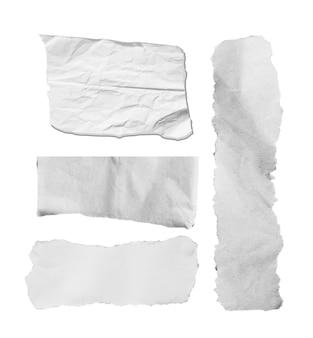 Rozdarty papier na białym tle