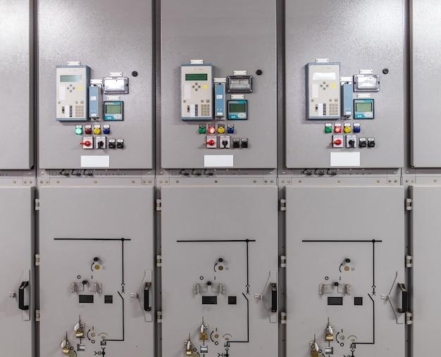Rozdzielnica elektryczna, panel przełączników przemysłowych w podstacji elektrowni