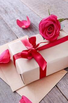 Róże I Pudełko Na Walentynki Darmowe Zdjęcia