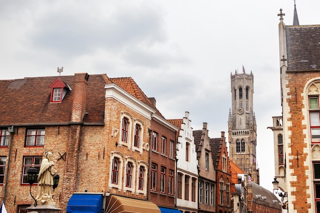 Rozenhoedkaai to historyczne centrum brugii w belgii