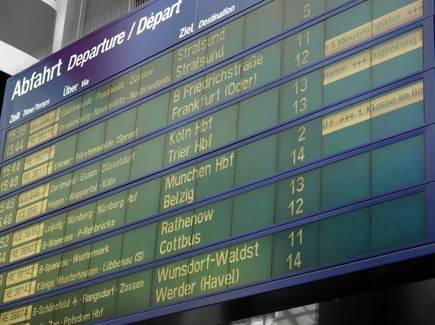 Rozkład jazdy na stacji kolejowej