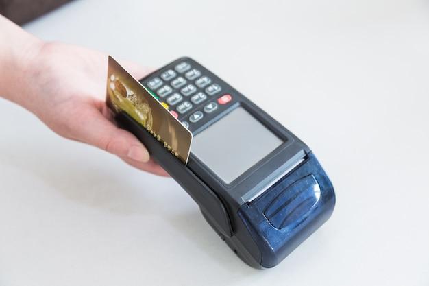 Rozliczanie kart kredytowych pos zamiast zamawiania rozliczeń gotówkowych