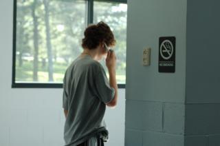 Rozmawia przez telefon, punk