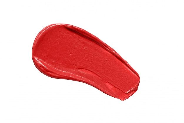 Rozmaz czerwona szminka na białym tle