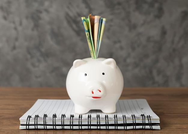Rozmieszczenie elementów finansów z przodu
