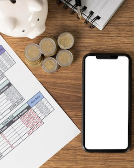 Rozmieszczenie elementów finansów z pustym smartfonem
