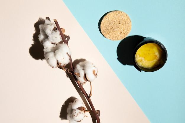 Rozmieszczenie produktów kosmetycznych na płasko