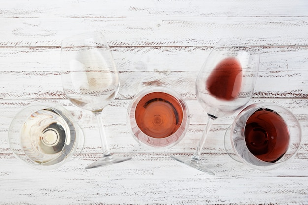 Rozmieszczenie różnych win w kieliszkach