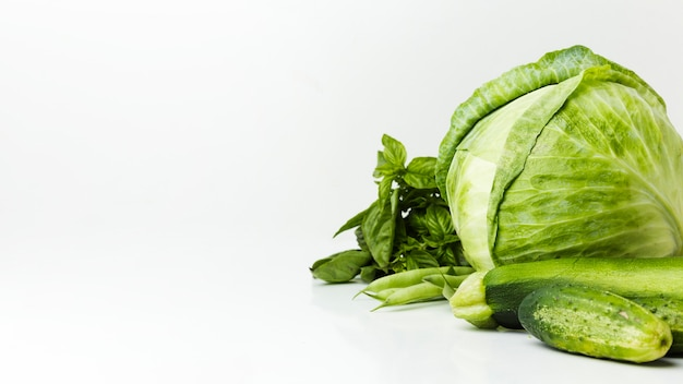 Rozmieszczenie zielonych świeżych warzyw z miejsca na kopię