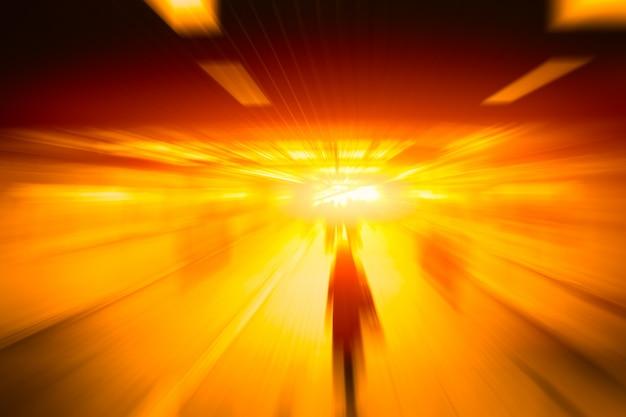 Rozmycie ludzi biznesu o wysokiej prędkości posuwa się naprzód szybko poruszająca się koncepcja