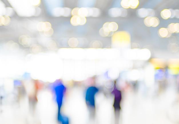 Rozmycie tła: terminal wyjazd odprawa na lotnisku z bokeh