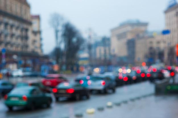 Rozmyte samochody na drodze