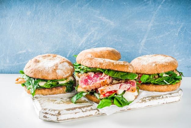 Różne asortymenty burgerów z owoców morza i ryb