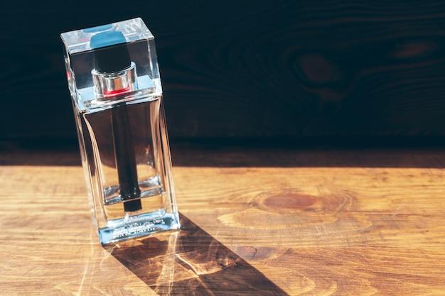 Różne butelki perfum