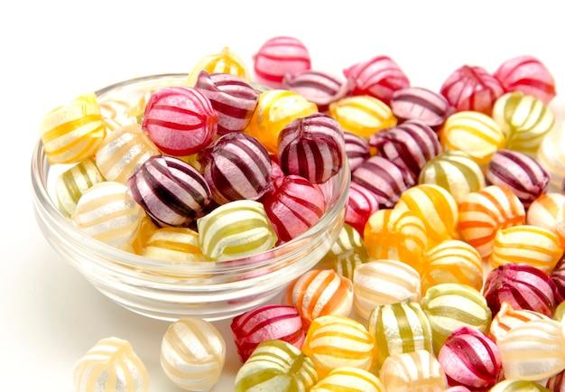 Różne cukierki owocowe