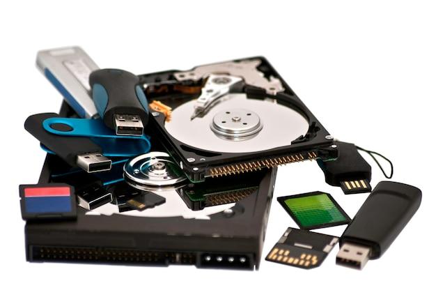 Różne cyfrowe urządzenia pamięci masowej