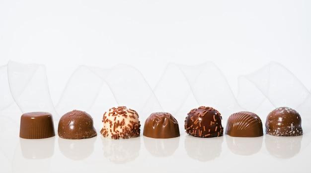 Różne czekoladowe pralinki