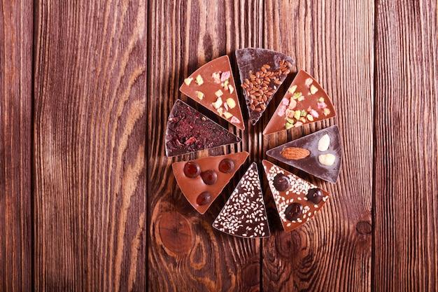 Różne czekoladowe trójkąty