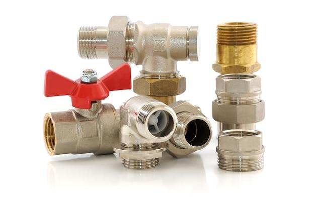 Różne części metalowe do instalacji wodno-kanalizacyjnych i sanitarnych