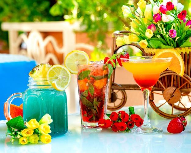Różne domowe koktajle i napoje