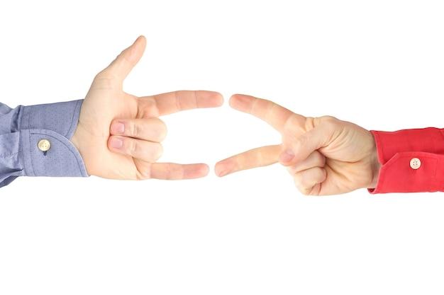 Różne gesty męskich dłoni między sobą na białym tle