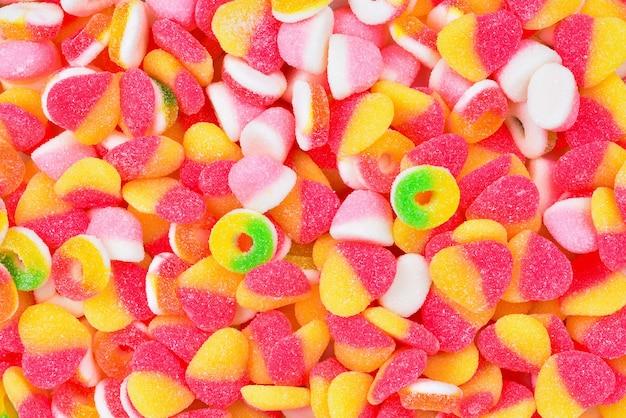 Różne gumowate cukierki. widok z góry.