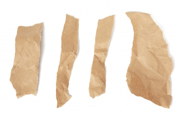 Różne kawałki brązowych pasków papieru