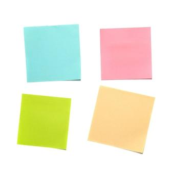 Różne kolorowe naklejki na białym tle