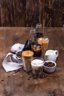 Różne modne zimne napoje kawowe