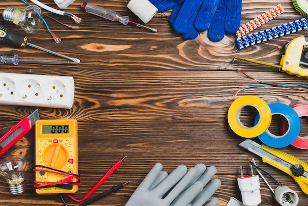 Różne narzędzia na stole