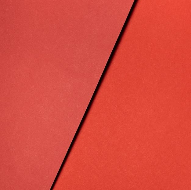 Różne odcienie czerwonego papieru z bliska