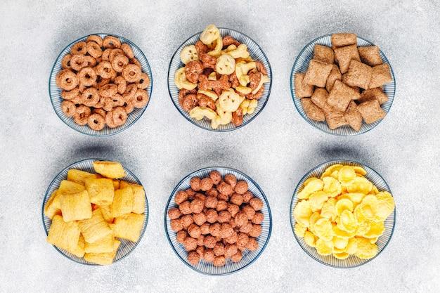 Różne płatki śniadaniowe