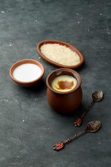Różne potrawy zrobione z mleka