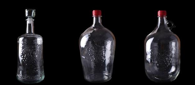 Różne rodzaje butelek wina na czarnym tle. puste butelki na czarnym tle