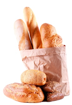 Różne rodzaje chleba na białym