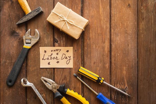 Różne rodzaje kluczy, poręczne narzędzia