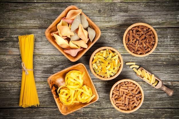 Różne rodzaje makaronów