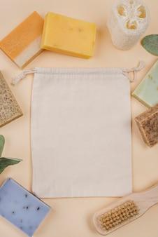 Różne rodzaje naturalnych mydeł domowej roboty