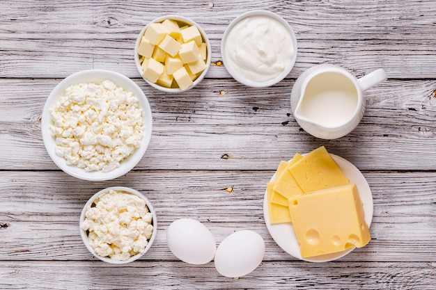 Różne rodzaje produktów mlecznych. widok z góry.