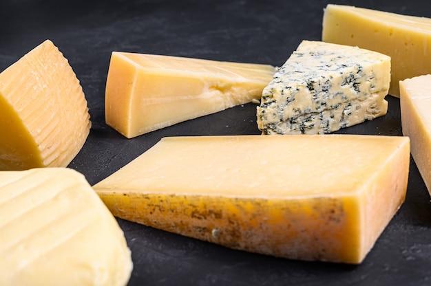 Różne rodzaje pysznego sera.