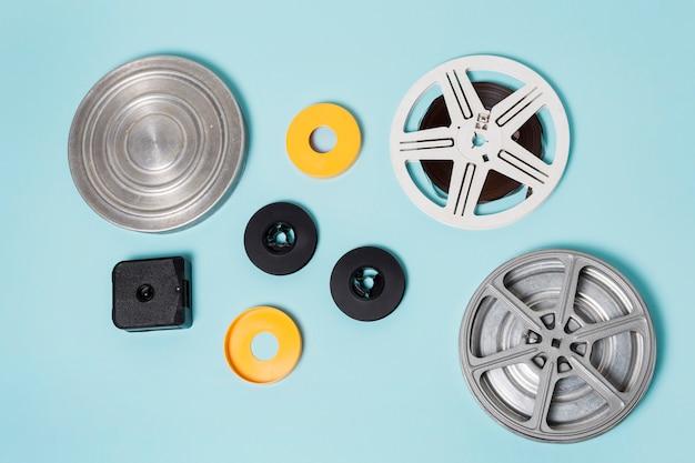 Różne rodzaje skrzynek do przechowywania taśmy filmowej