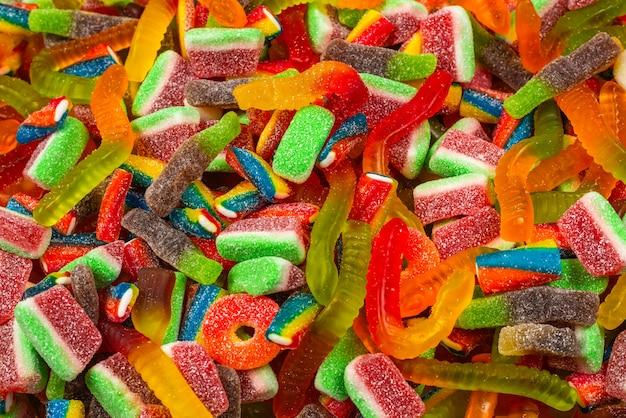 Różne smaczne żelki. widok z góry. tło galaretki słodycze.