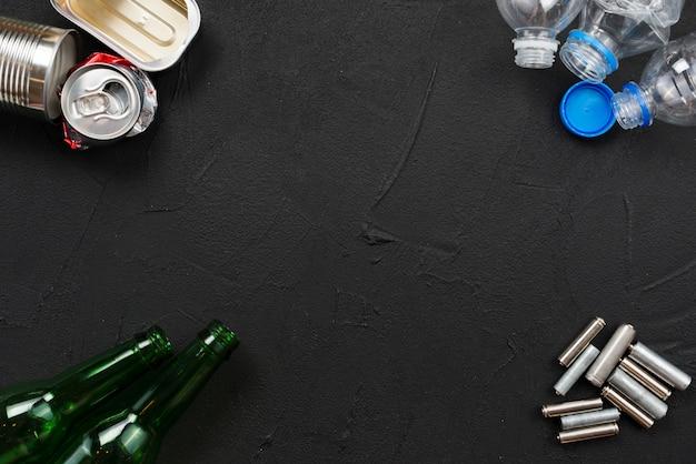 Różne śmieci przygotowane do recyklingu