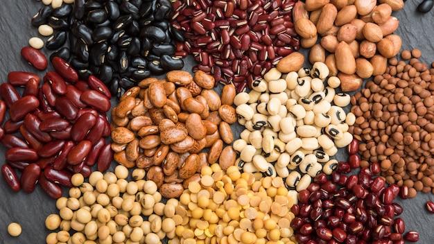 Różne suche rośliny strączkowe do zdrowego odżywiania