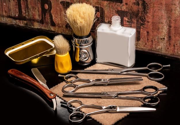 Różne wyposażenie w sklepie fryzjerskim