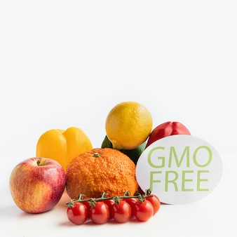Różne zdrowe, genetycznie zmodyfikowane darmowe owoce