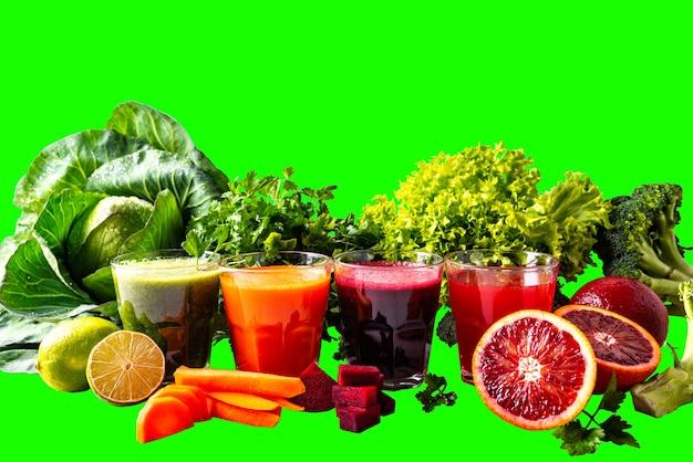 Różne zdrowe napoje wegańskie z owocami i warzywami na na białym tle chromakey.