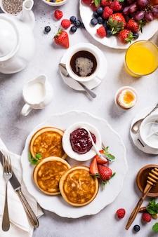 Różne zdrowe śniadanie